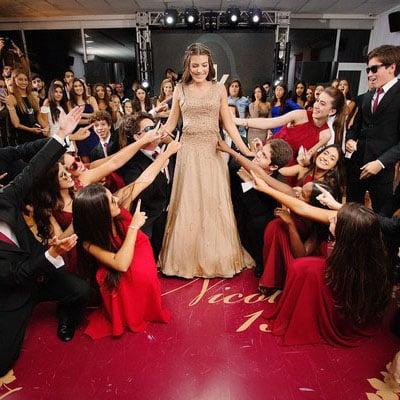 Dança em festa de 15 anos
