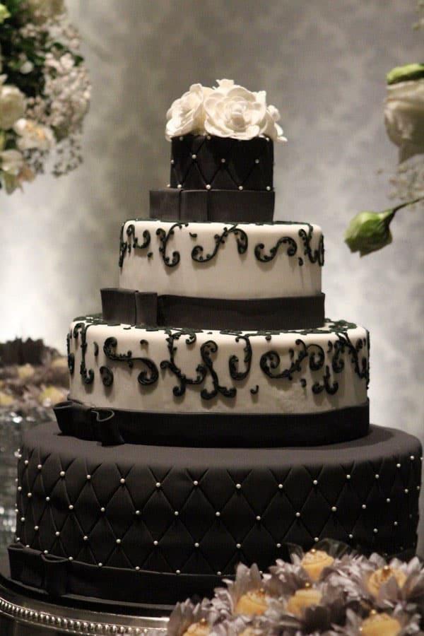 Bolo escuro para casamento